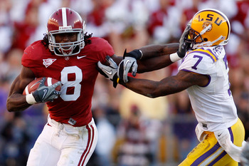 BATON ROUGE, LA - NOVEMBER 06:  Julio Jones #8 of the Alabama Crimson Tide avoids a tackle by Patrick Peterson #7 of the Louisiana State University Tigers at Tiger Stadium on November 6, 2010 in Baton Rouge, Louisiana.  The Tigers defeated the Crimson Tid