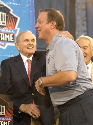 CANTON, OH - AUGUST 04:  Buffalo Bills owner Ralph Wilson (L) and retired quarterback Jim Kelly hug during the Class of 2007 Pro Football Hall of Fame Enshrinement Ceremony August 4, 2007 in Canton, Ohio. (Photo by Al Messerschmidt/Getty Images)