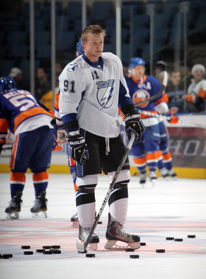UNIONDALE, NY - DECEMBER 22:  Steven Stamkos #91 of the Tampa Bay Lightning skates in warmups prior to his game against the New York Islanders at the Nassau Coliseum on December 22, 2010 in Uniondale, New York.  (Photo by Bruce Bennett/Getty Images)