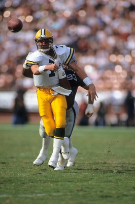 LOS ANGELES, CA - NOVEMBER 11:  Quarterback Don Majkowski #7 of the Green Bay Packers gets off a pass before being hit by defensive end Greg Townsend #93 of the Los Angeles Raiders during a game at the Los Angeles Memorial Coliseum on November 11, 1990 in