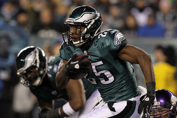 PHILADELPHIA, PA - DECEMBER 28:  LeSean McCoy #25 of the Philadelphia Eagles in action against the Minnesota Vikings at Lincoln Financial Field on December 28, 2010 in Philadelphia, Pennsylvania.  (Photo by Jim McIsaac/Getty Images)