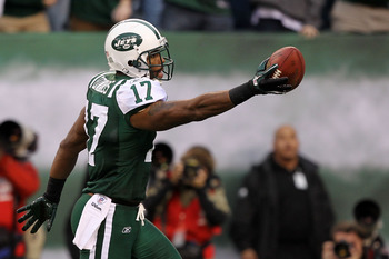 EAST RUTHERFORD, NJ - JANUARY 02:  Braylon Edwards #17 of the New York Jets makes a third quarter touchdown against the Buffalo Bills at New Meadowlands Stadium on January 2, 2011 in East Rutherford, New Jersey.  (Photo by Al Bello/Getty Images)