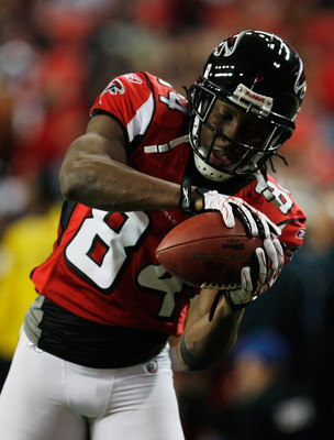ATLANTA, GA - DECEMBER 27:  Roddy White #84 of the Atlanta Falcons catches a pass during warm-ups prior to the start of the game against the New Orleans Saints at the Georgia Dome on December 27, 2010 in Atlanta, Georgia.  (Photo by Scott Halleran/Getty I