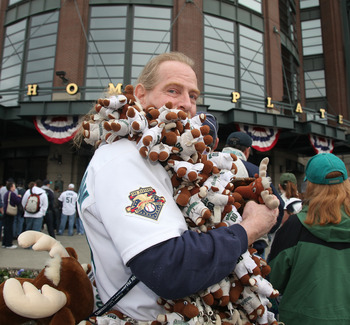 SEATTLE - APRIL 12:  A fan of the Seattle Mariners waits to enter the ballpark prior to the Mariners' home opener against the Oakland Athletics at Safeco Field on April 12, 2010 in Seattle, Washington. (Photo by Otto Greule Jr/Getty Images)