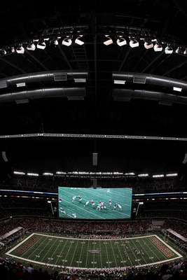 ARLINGTON, TX - DECEMBER 04:  A general view of play between the Oklahoma Sooners and the Nebraska Cornhuskers during the Big 12 Championship at Cowboys Stadium on December 4, 2010 in Arlington, Texas.  (Photo by Ronald Martinez/Getty Images)