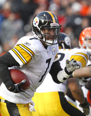 CLEVELAND, OH - JANUARY 02:  Quarterback Ben Roethlisberger #7 of the Pittsburgh Steelers runs the ball against the Cleveland Browns at Cleveland Browns Stadium on January 2, 2011 in Cleveland, Ohio.  (Photo by Matt Sullivan/Getty Images)
