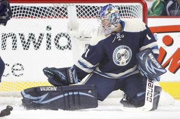 COLUMBUS, OH - DECEMBER 27:  Steve Mason #1 of the Columbus Blue Jackets makes a kick save on a shot from Antti Miettinen #20 of the Minnesota Wild during the second period on December 27, 2010 at Nationwide Arena in Columbus, Ohio.  (Photo by John Griesh