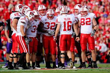 PASADENA, CA - JANUARY 01:  The Wisconsin Badgers huddle together during their game against the TCU Horned Frogs in the 97th Rose Bowl game on January 1, 2011 in Pasadena, California.  (Photo by Kevork Djansezian/Getty Images)