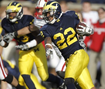 ANN ARBOR, MI - NOVEMBER 20:  Darryl Stonum #22 of the Michigan Wolverines returns a fourth quarter kickoff while playing the Wisconsin Badgers tackles at Michigan Stadium on November 20, 2010 in Ann Arbor, Michigan. Wisconsin won the game 48-38.  (Photo