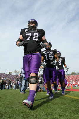 PASADENA, CA - JANUARY 01:  Guard Josh Vernon #78 of the TCU Horned Frogs jogs off the field prior to playing the Wisconsin Badgers in the 97th Rose Bowl game on January 1, 2011 in Pasadena, California.  (Photo by Stephen Dunn/Getty Images)
