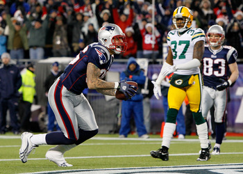 FOXBORO, MA - DECEMBER 19:  Tight end Aaron Hernandez #85 of the New England Patriots scores a touchdown against the Green Bay Packers during the second quarter of the game at Gillette Stadium on December 19, 2010 in Foxboro, Massachusetts.  (Photo by Jim