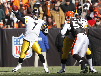 CLEVELAND, OH - JANUARY 02:  Quarterback Ben Roethlisberger #7 of the Pittsburgh Steelers throws as outside tackle Jonathan Scott blocks linebacker Matt Roth #53 the Cleveland Browns at Cleveland Browns Stadium on January 2, 2011 in Cleveland, Ohio.  (Pho