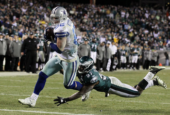 PHILADELPHIA, PA - JANUARY 02: Jason Witten #82 of the Dallas Cowboys runs in a touchdown late in the fourth quarter against Keenan Clayton #57 of the Philadelphia Eagles on January 2, 2011 at Lincoln Financial Field in Philadelphia, Pennsylvania. The Cow