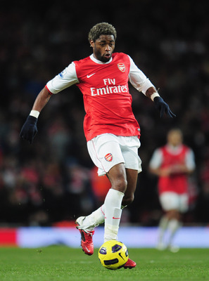 LONDON, ENGLAND - DECEMBER 27:  Alex Song of Arsenal in action during the Barclays Premier League match between Arsenal and Chelsea at the Emirates Stadium on December 27, 2010 in London, England.  (Photo by Shaun Botterill/Getty Images)