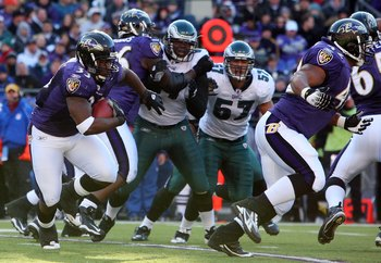BALTIMORE - NOVEMBER 23:  LeRon McClain #33 of the Baltimore Ravens runs the ball against the Philadelphia Eagles on November 23, 2008 at M&T Bank Stadium in Baltimore, Maryland. The Ravens defeated the Eagles 36-7.  (Photo by Jim McIsaac/Getty Images)