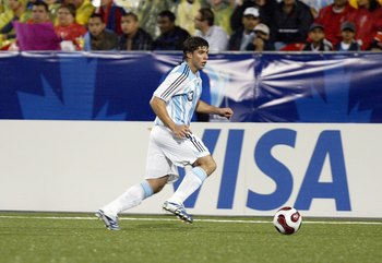 TORONTO - JULY 20:  Emiliano Insua #3 of Argentina moves the ball on the left side during their FIFA U-20 World Cup Canada 2007 semifinal game against Chile at BMO Field on July 20, 2007 in Toronto, Ontario, Canada. (Photo By Dave Sandford/Getty Images)