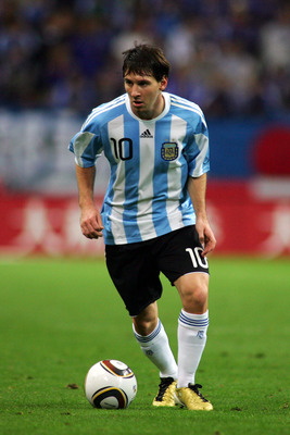 SAITAMA, JAPAN - OCTOBER 08:  Lionel Messi of Argentina is in action during the international friendly match between Japan and Argentina at Saitama Stadium on October 8, 2010 in Saitama, Japan.  (Photo by Koji Watanabe/Getty Images)