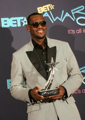 LOS ANGELES, CA - JUNE 27:  Basketball player LeBron James (#23 of the Cleveland Cavaliers) poses with the  'Best Male Athlete' award in the press room at the 2006 BET Awards at the Shrine Auditorium on June 27, 2006 in Los Angeles, California.  (Photo by