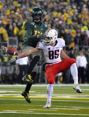 EUGENE, OR - NOVEMBER 26: Cornerback Cliff Harris #13 of the Oregon Ducks breaks up a pass intended for wide receiver David Douglas #85 of the Arizona Wildcats in the third quarter of the game against the Arizona Wildcats at Autzen Stadium on November 26,
