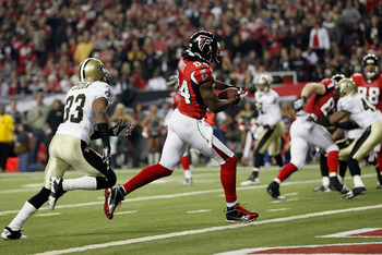 ATLANTA, GA - DECEMBER 27:  Roddy White #84 of the Atlanta Falcons runs for a first half touchdown past Jabari Greer of the New Orleans Saints during the game at the Georgia Dome on December 27, 2010 in Atlanta, Georgia.  (Photo by Kevin C. Cox/Getty Imag