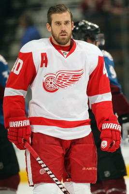DENVER - DECEMBER 27:  Henrik Zetterberg #40 of the Detroit Red Wings warms up prior to facing the Colorado Avalanche at the Pepsi Center on December 27, 2010 in Denver, Colorado. The Red Wings defeated the Avalanche 4-3 in overtime.  (Photo by Doug Pensi