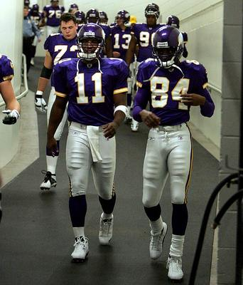 2004-vikings-culpepper-moss-001333472_display_image