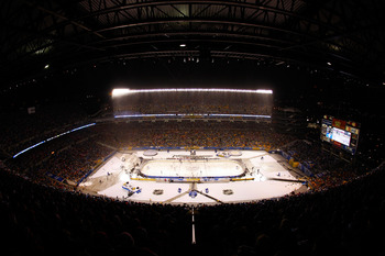 PITTSBURGH, PA - JANUARY 01:  A general view is seen as the Pittsburgh Penguins take on the Washington Capitals during the 2011 NHL Bridgestone Winter Classic at Heinz Field on January 1, 2011 in Pittsburgh, Pennsylvania.  (Photo by Justin K. Aller/Getty