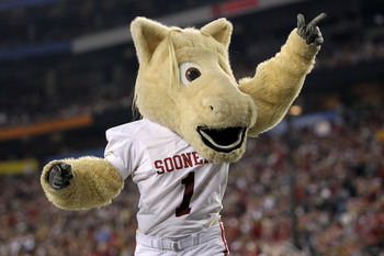 GLENDALE, AZ - JANUARY 01:  The Oklahoma Sooners mascot cheers during the Tostitos Fiesta Bowl against the Connecticut Huskies at the Universtity of Phoenix Stadium on January 1, 2011 in Glendale, Arizona.  (Photo by Ronald Martinez/Getty Images)