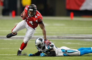 ATLANTA, GA - JANUARY 02:  Jason Snelling #44 of the Atlanta Falcons breaks a tackle by Sherrod Martin #23 of the Carolina Panthers at Georgia Dome on January 2, 2011 in Atlanta, Georgia.  (Photo by Kevin C. Cox/Getty Images)