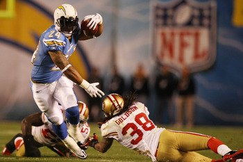 SAN DIEGO, CA - DECEMBER 16:  Running back Ryan Mathews #24 of the San Diego Chargers rushes with the ball against the San Francisco 49ers at Qualcomm Stadium on December 16, 2010 in San Diego, California.  (Photo by Donald Miralle/Getty Images)