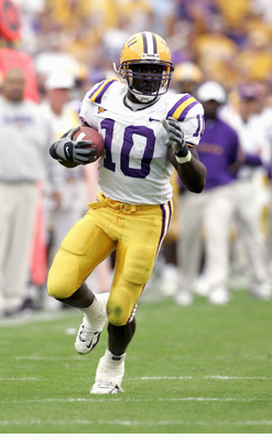 BATON ROUGE, LA - NOVEMBER 25:  Joseph Addai #10 of the Louisiana State University Tigers carries the ball during the game with the University of Arkansas Razorbacks on November 25, 2005 at Tiger Stadium in Baton Rouge, Louisiana.  The Tigers won 19-17.