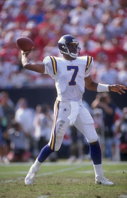 1 Nov 1998:  Quarterback Randall Cunningham #7 of the Minnesota Vikings throws during the game against the Tampa Bay Bucccaneers at Raymond James Stadium in Tampa, Florida. The Buccaneers defeated the Vikings 27-24. Mandatory Credit: Scott Halleran  /Alls