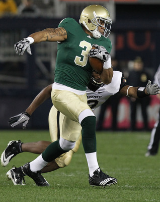 NEW YORK - NOVEMBER 20: Michael Floyd #3 of the Notre Dame Fighting Irish rushes against the Army Black Knights at Yankee Stadium on November 20, 2010 in the Bronx borough of New York City.  (Photo by Nick Laham/Getty Images)
