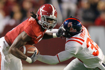 TUSCALOOSA, AL - OCTOBER 16:  Julio Jones #8 of the Alabama Crimson Tide stiffs arms the facemask of Fon Ingram #35 of the Ole Miss Rebels at Bryant-Denny Stadium on October 16, 2010 in Tuscaloosa, Alabama.  (Photo by Kevin C. Cox/Getty Images)