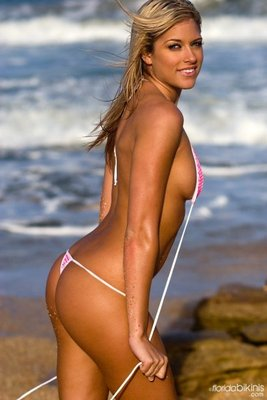 Wwe-diva-kelly-kelly-topess-heykobe_display_image