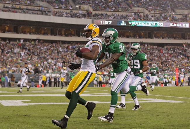 PHILADELPHIA - SEPTEMBER 12:  Greg Jennings #85 of the Green Bay Packers scores a touchdown in the second half of a game against the Philadelphia Eagles at Lincoln Financial Field on September 12, 2010 in Philadelphia, Pennsylvania.  (Photo by Mike Ehrman