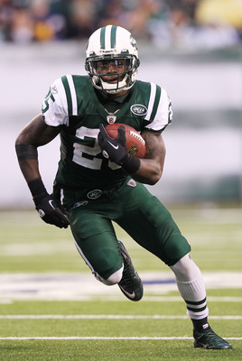 EAST RUTHERFORD, NJ - JANUARY 02:  Joe McKnight #25 of the New York Jets runs against the Buffalo Bills at New Meadowlands Stadium on January 2, 2011 in East Rutherford, New Jersey.  (Photo by Al Bello/Getty Images)