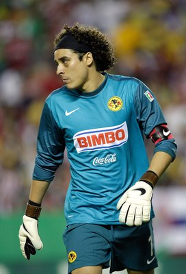 KANSAS CITY, MO - SEPTEMBER 16: Goalkeeper Guillermo Ochoa #1 of Club América looks on during the Mexican First Division 'Clásico Nacional' match against Chivas de Guadalajara at Arrowhead Stadium on September 16, 2009 in Kansas City, Missouri.  Chivas de