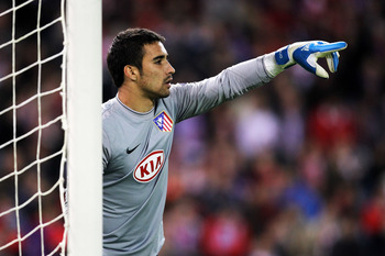 MADRID, SPAIN - NOVEMBER 03:  Sergio Asenjo of Atletico Madrid speaks to his defence during Champions League Group D match between Atletico Madrid and Chelsea at the Vicente Calderon Stadium on November 3, 2009 in Madrid, Spain.  (Photo by Shaun Botterill
