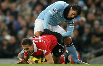 Tevez-elbow-deep-in-ferdinand-595x385_display_image