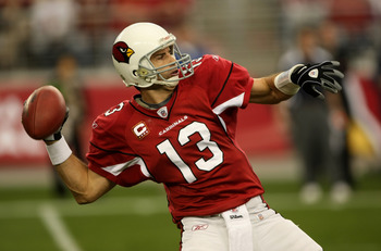 GLENDALE, AZ - DECEMBER 28:  Quarterback Kurt Warner #13 of the Arizona Cardinals throws a pass against the Seattle Seahawks on December 28, 2008 at University of Phoenix Stadium in Glendale, Arizona.  (Photo by Stephen Dunn/Getty Images)