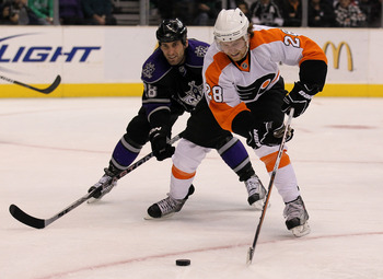 LOS ANGELES, CA - DECEMBER 30:  Claude Giroux #28 of the Philadelphia Flyers controls the puck ahead of Jarret Stoll #28 of the Los Angeles Kings at Staples Center on December 30, 2010 in Los Angeles, California.   (Photo by Stephen Dunn/Getty Images)