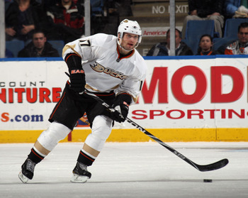 UNIONDALE, NY - DECEMBER 16:  Lubomir Visnovsky #17 of the Anaheim Ducks skates against the New York Islanders at the Nassau Coliseum on December 16, 2010 in Uniondale, New York.  (Photo by Bruce Bennett/Getty Images)