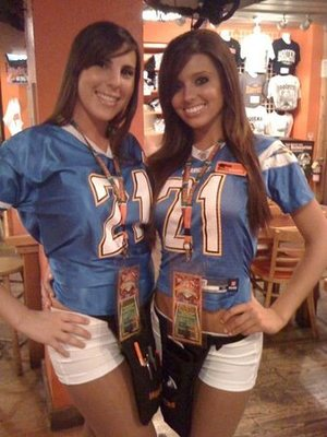 32hooters_display_image