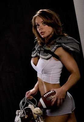 28sexy_girls_wearing_shoulder_pads_21_display_image