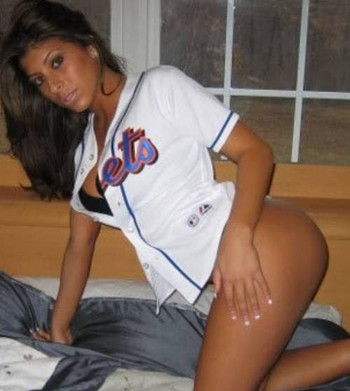 27sexy-baseball-fans-22_display_image