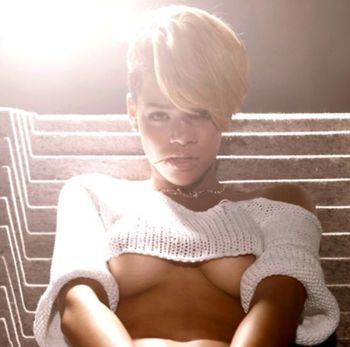 Rihanna-underboob_display_image