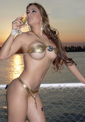 Larissa-riquelme-2_display_image
