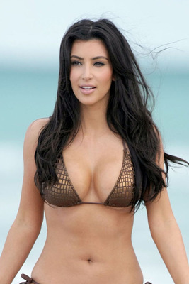 0521_kim-kardashian-bikini-may-2009-3_display_image
