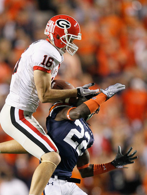 AUBURN, AL - NOVEMBER 13:  Kris Durham #16 of the Georgia Bulldogs pulls in this reception against T'Sharvan Bell #22 of the Auburn Tigers at Jordan-Hare Stadium on November 13, 2010 in Auburn, Alabama.  (Photo by Kevin C. Cox/Getty Images)